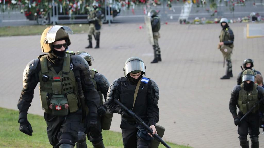 Belarus: Sicherheitskräfte setzen Schusswaffen gegen Demonstranten ein