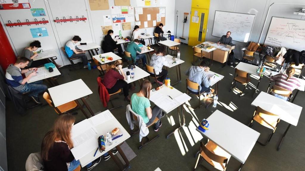 Lehrerverband: Schlechte Schüler sollten in Corona-Krise freiwillig sitzenbleiben