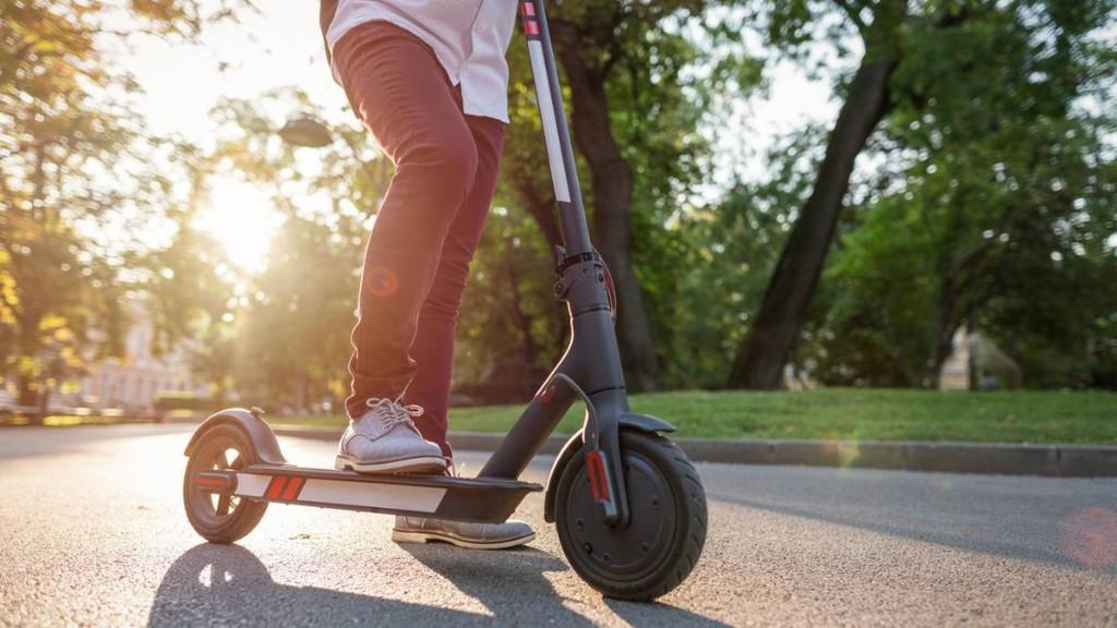 E-Scooter mit Straßenzulassung: fünf Modelle im Vergleich