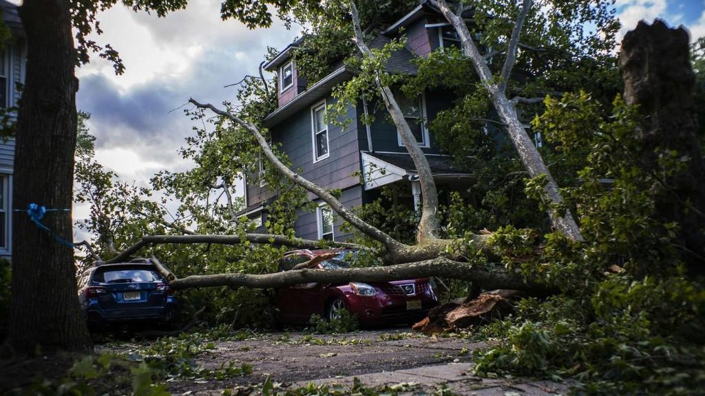 """Tropensturm """"Isaias"""" an der US-Ostküste kostet vier Menschen das Leben"""