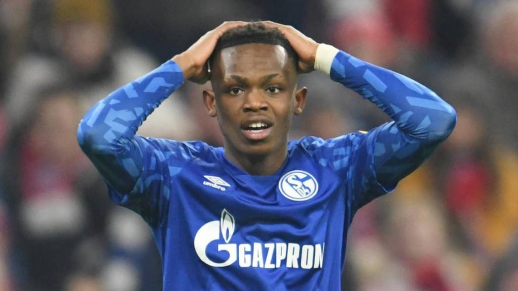 Schalke-Star Matondo zeigt sich in BVB-Trikot und wird zu Entschuldigung gedrängt