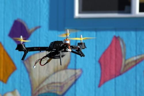 CES:微型无人机 Pocket Drone 曝光:可放入风衣口袋