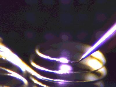最新 3D 打印技术可用激光凌空打印出金属部件