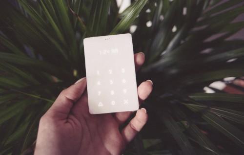 "Light Phone:一款只能接打电话的""反智能""手机"