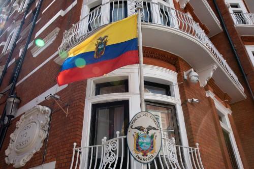 厄瓜多尔撤销政治庇护,维基解密创始人阿桑奇被英国警方逮捕