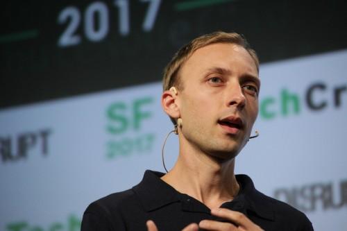 Facebook 设计总监看好语音技术,但拒绝评论 Alexa 和 Facebook 的智能硬件