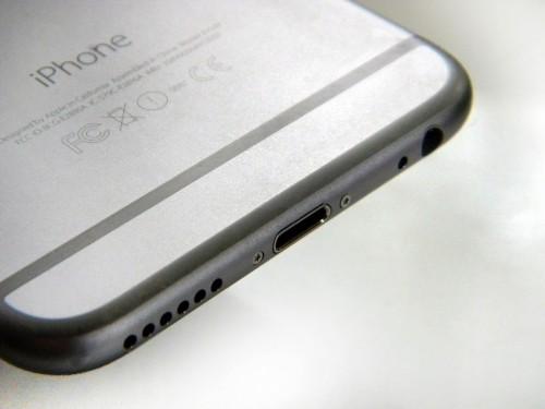 20 万人联名请愿要求苹果保留 iPhone 耳机插孔