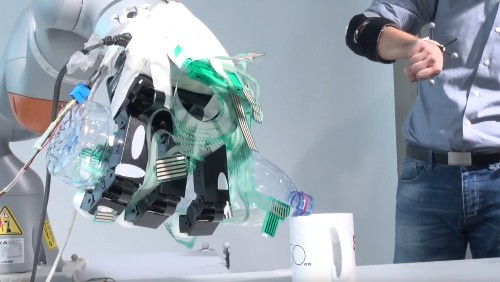 This prosthetic arm combines manual control with machine learning
