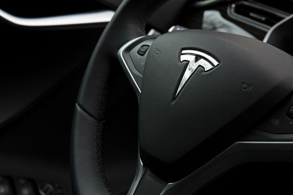 Autopilot in Tesla Model X helps driver get safely to a hospital