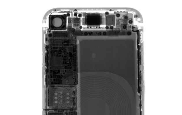 Apple would like to remind the FCC that it can't activate imaginary FM radios that iPhones don't have