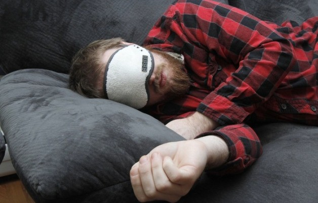 The Napwell Knows When You Are Sleeping, Then Coaxes You Awake