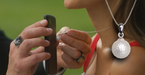 """The """"Momento Pearl"""" Smart Jewelry Offers A Digital Upgrade To The Keepsake Locket"""