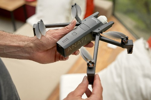 Parrot responds to the Mavic Air with its own folding drone