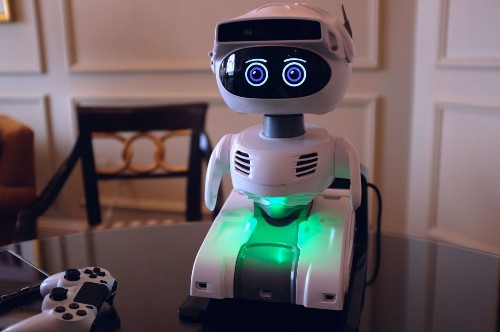 Misty starts shipping its programmable robot to backers