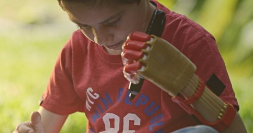 Po 3D prints personalized prosthetic hands for the needy in South America