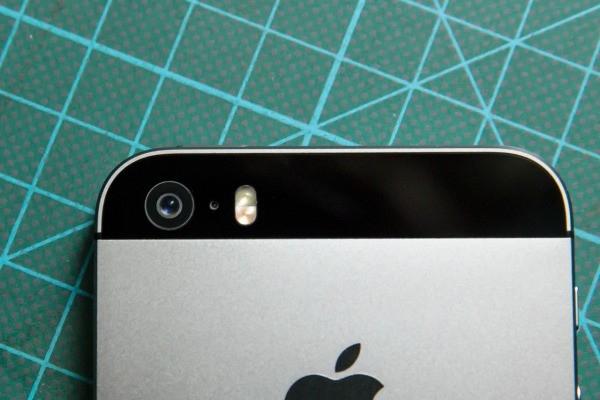 Apple Patents An iPhone Camera Remote With Built-In Display