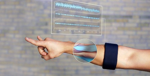 Thalmic Labs Raises $14.5M To Make The MYO Armband The Next Big Thing In Gesture Control
