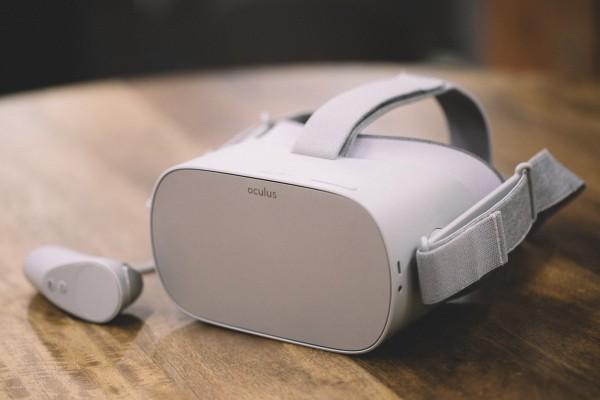 Oculus starts selling $299 Go business bundle