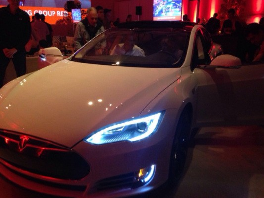 Watch This Tesla Drive Itself At The Press Of A Button