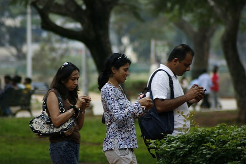 Pew: mobile and social media users in emerging markets have more diverse social networks