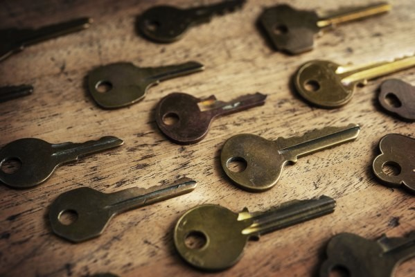 Facebook rolls out safer logins with a security key