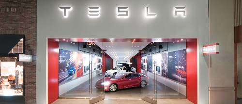 Tesla u-turns on store strategy, will keep half of showrooms open... and hike prices by 3%