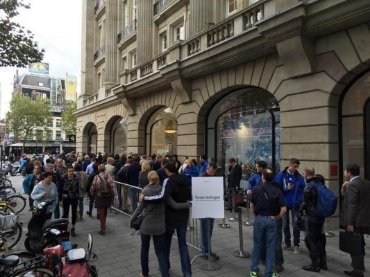 Apple's Expanded iPhone 6 Availability Draws Big Crowds