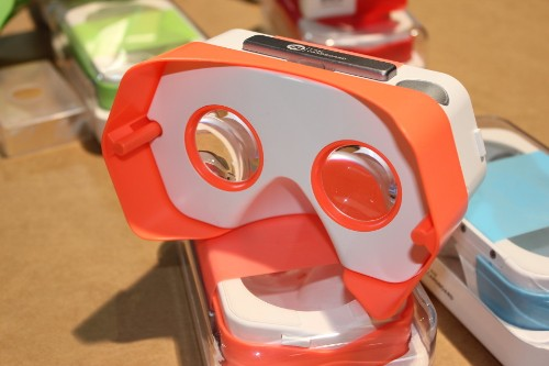 I Am Cardboard Showing Newly Funded DSCVR Headset AT CES