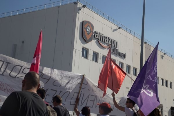 Amazon warehouse workers in Europe stage 'we are not robots' protests – TechCrunch