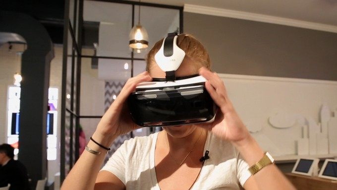 Samsung's Gear VR Headset Goes On Sale Next Month