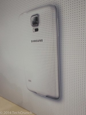 Hands On With The Galaxy S5 And The New Galaxy Gear Bands