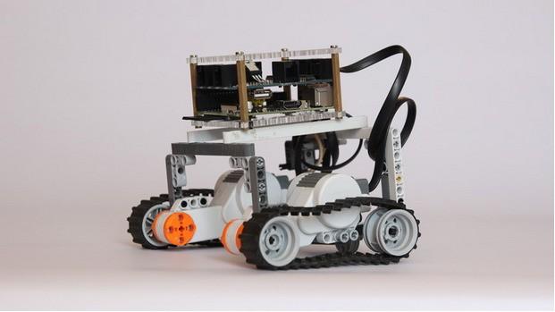 BrickPi Is A Robotics Hacking Platform That Combines Raspberry Pi And LEGO Mindstorms