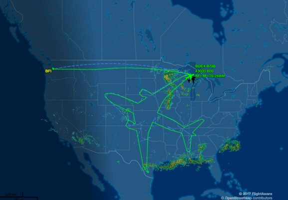 Watch a Boeing 787 Dreamliner draw a massive plane above the United States