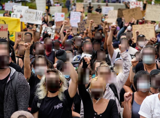These free tools blur protesters' faces and anonymize photos