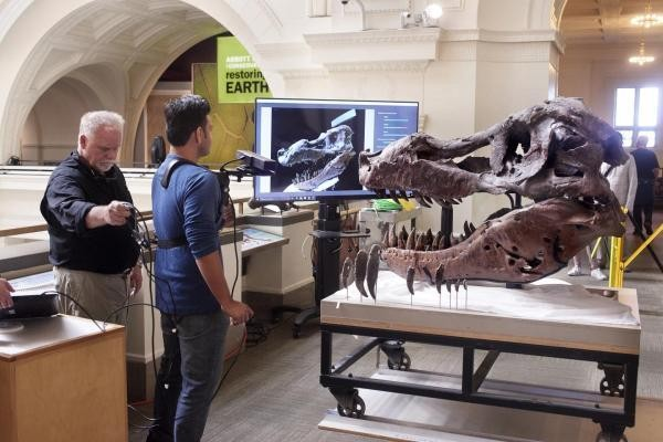 MIT researchers used a $150 Microsoft Kinect to 3D scan a giant T. rex skull