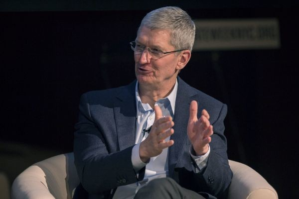 Tim Cook Says Apple Won't Create Universal iPhone Backdoor For FBI