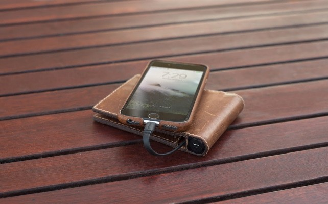 This leather wallet has a built-in battery to charge your iPhone