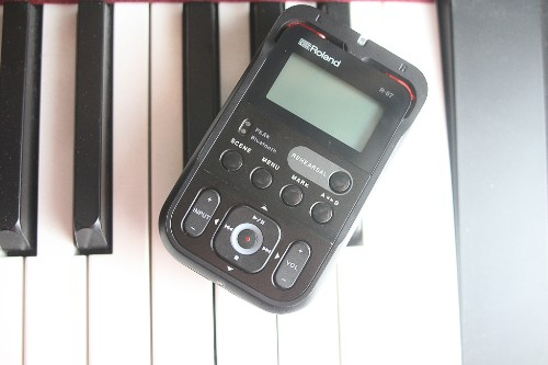 Roland's tiny R-06 recorder is better than your phone's recorder app
