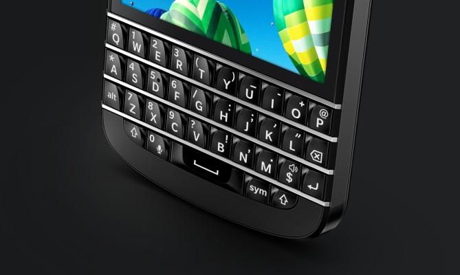 Will The Last BlackBerry User Turn Off The Flashing LED Light?