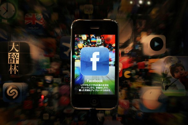 Facebook Arrives On Google Glass Thanks To Unofficial Photo Sharing App