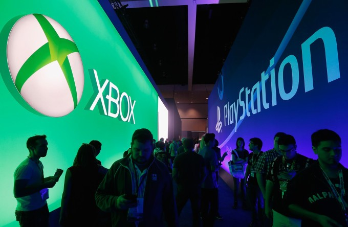 Rivals in gaming, Microsoft and Sony team up on cloud services