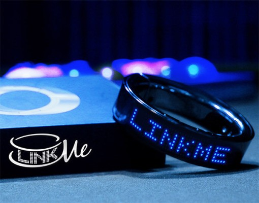 LinkMe Is An LED Smart Bracelet That Displays Scrolling Lines Of Text
