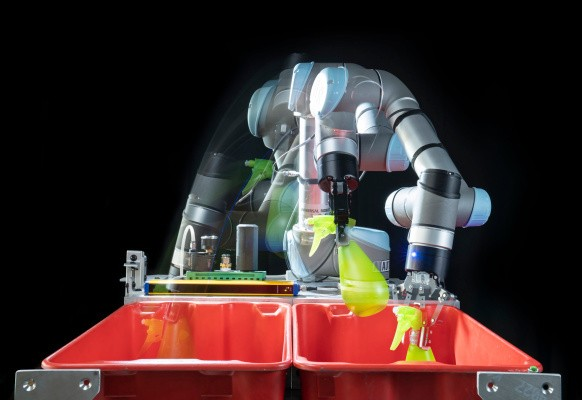 Interlocking AIs let robots pick and place faster than ever