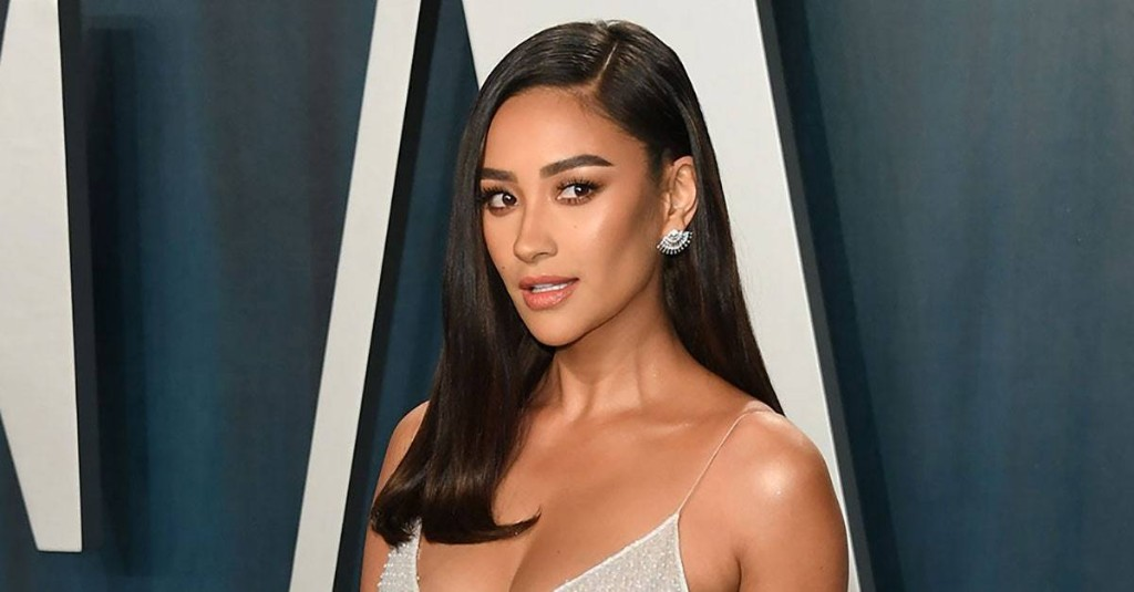 Shay Mitchell Paired a Bikini With an Oversized Button-Down Suit Jacket