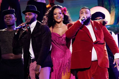 Rihanna's Grammys 2018 Pink Dress Included 275,000 Crystals