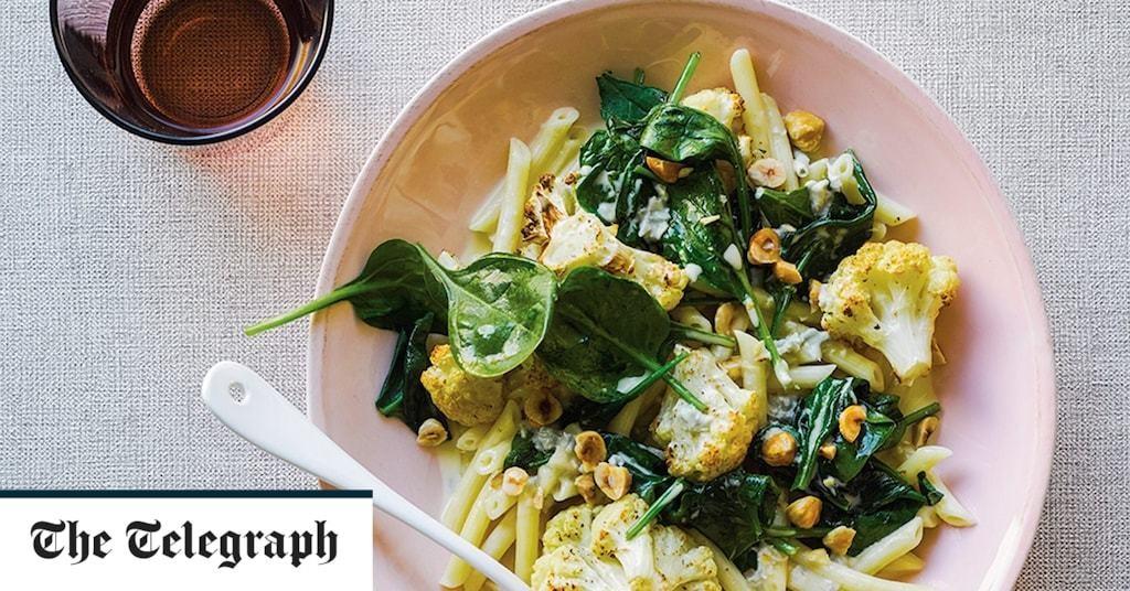 Pasta with roast cauliflower, spinach, hazelnuts and Gorgonzola cream recipe