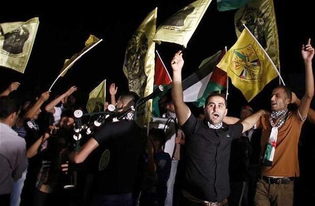 Israel releases 26 Palestinian prisoners on eve of peace talks after approving new settler homes in east Jerusalem