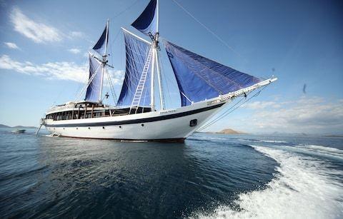 Amazing journeys in the wake of Magellan