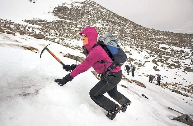 Survival skills: learn to hike in the worst of winter