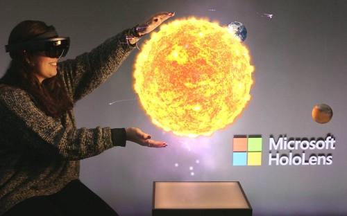 Microsoft HoloLens hands on: Walking on Mars